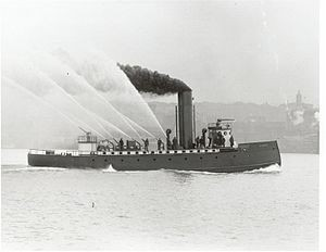 300px-Originally_the_Seattle_fireboat_Duwamish_was_built_with_a_'ram'_bow